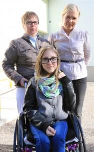 Iris koos oma ema ja õpetajaga